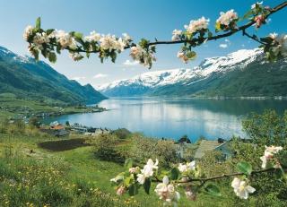 Lofthus, Hardangerfjord, Copyright: Per Eide - Visitnorway.com