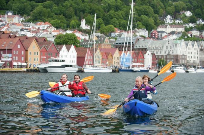 Kayaking in Bergen, Copyright: Terje Rakke/Nordic Life - Visitnorway.com