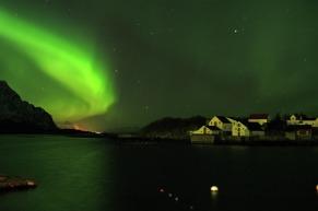 Nordlichter über Henningsvær, Lofoten, Copyright: Stockshots - Visitnorway.com