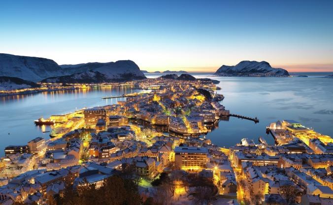 Blaue Stunde in Ålesund, Copyright: Per Eide/visitnorway.com
