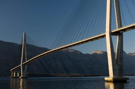 Die Helgelandsbrücke, Copyright: Erlend Haarberg / www.visithelgeland.com / Alstahaug