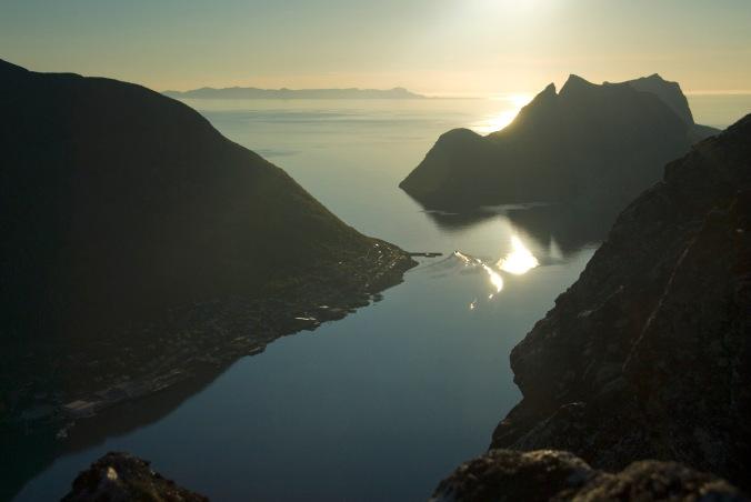 Mitternachtssonne über Gryllefjord, Copyright: Reiner Schaufler / www.nordnorge.com / Torsken