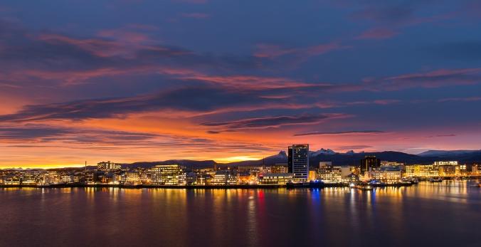 Magisches Licht über Bodø, Copyright: Ernst Furuhatt / www.nordnorge.com / Bodø