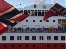 Winkewettbewerb der MS Finnmarken gegen die MS Nordkapp
