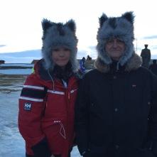 Unsere geliebten Wolfsmützen, Tourguide-Spaß in Vardø