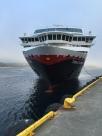 Die MS Trollfjord legt in Rørvik an