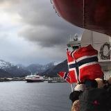Wir begrüßen die passierende MS Kong Harald in Svolvær