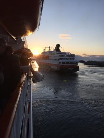 Winkewettbewerb auf der MS Finnmarken gegen die MS Nordkapp