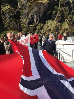 Aufstellen zum Gruppenfoto im Trollfjord